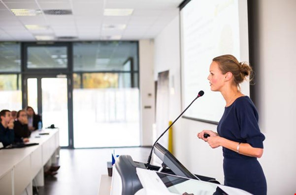 How to Be a Successful Public Speaker in 12 Steps