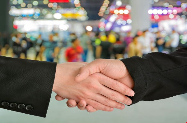 6 Effective Ways to Turn Your Trade Show Leads Into Sales