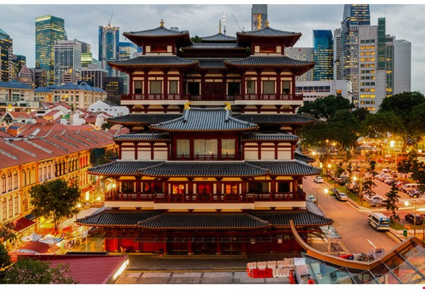 The Buddha Tooth Relic Temple In Singapore Chinatown