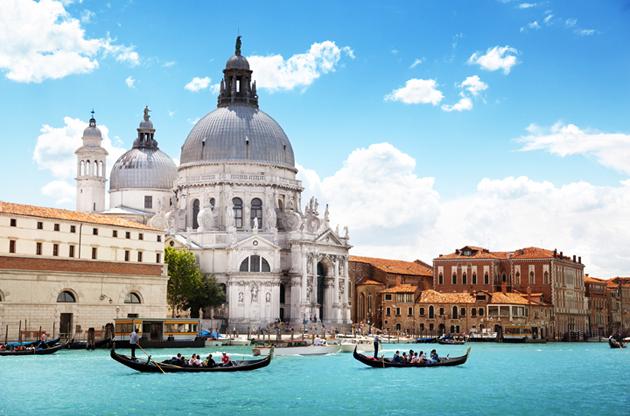 grand-canal-and-basilica-santa-maria-della-salute-Grand Canal And Basilica Santa Maria Della Salute