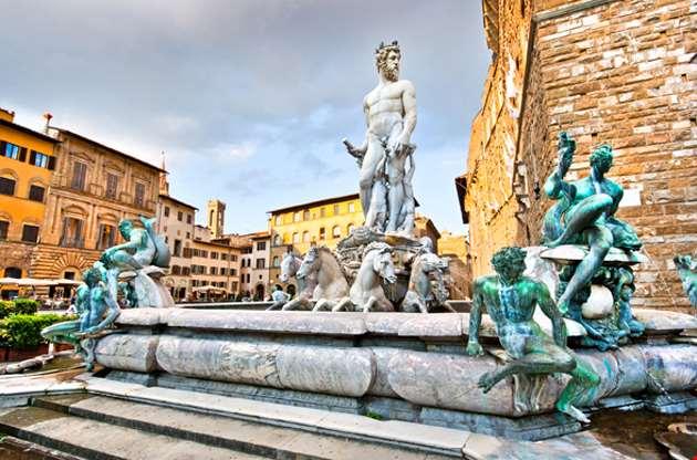 fountain-of-neptune-on-piazza-della-signoria-Fountain of Neptune on Piazza Della Signoria