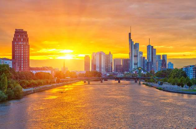 frankfurt-am-mine-at-sunset-Frankfurt Am Mine at Sunset