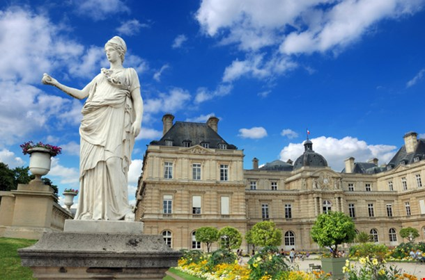 Statue Minerve A La Chouette And The Luxembourg Palace