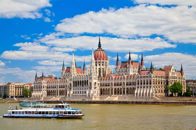 parliament-in-budapest-Parliament in Budapest