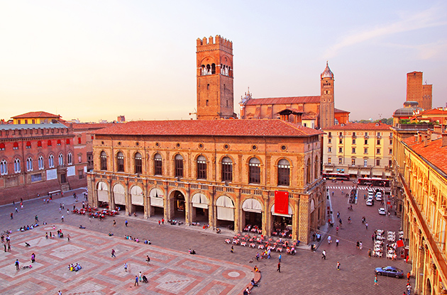 Italy Bologna Main Square And King Enzo Palace-Italy Bologna Main Square And King Enzo Palace