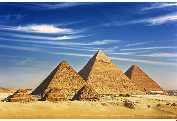 Pyramid Of Menkaure Khafre And Chufu