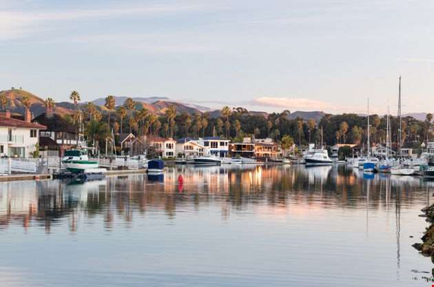 Ventura California With Modern Homes And Yachts Boats-Ventura California With Modern Homes And Yachts Boats