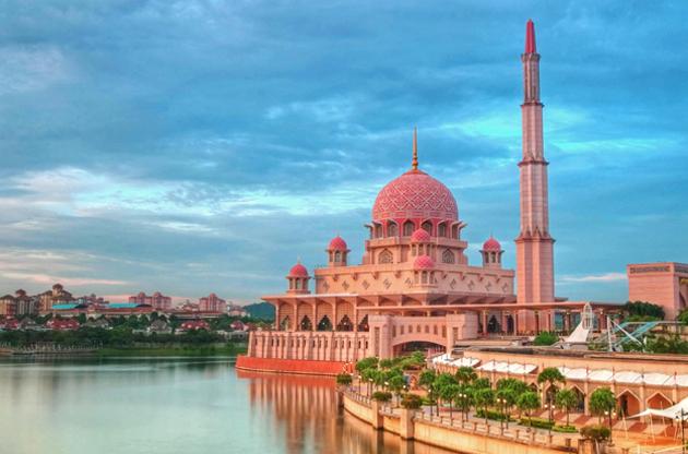 putra-mosque-in-putrajaya-malaysia-Putra Mosque In Putrajaya, Malaysia
