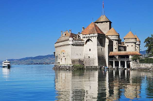 chateau-de-chillon-on-lake-geneva-Chateau De Chillon On Lake Geneva