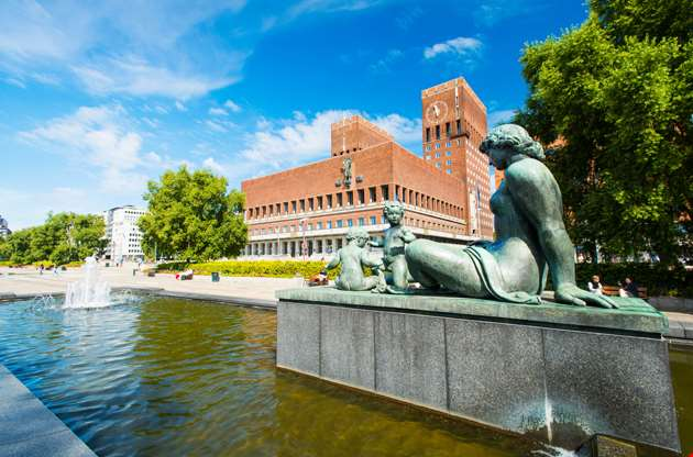 statue-in-front-of-the-oslo-city-hall-Statue In Front Of The Oslo City Hall