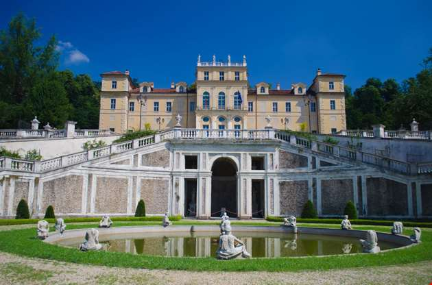 facade-and-fountain-of-villa-della-regina-in-turin-Facade And Fountain Of Villa Della Regina In Turin
