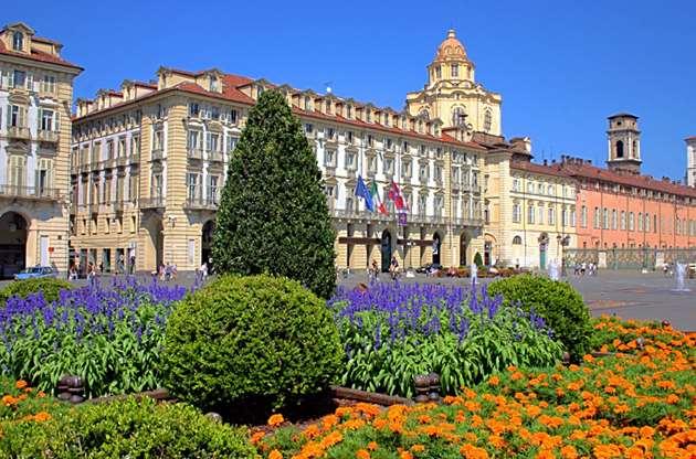 piazza-castello-Piazza Castello