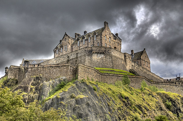 edinburgh-castle-on-rock-in-edinburgh-scotland-Edinburgh Castle On Rock In Edinburgh Scotland