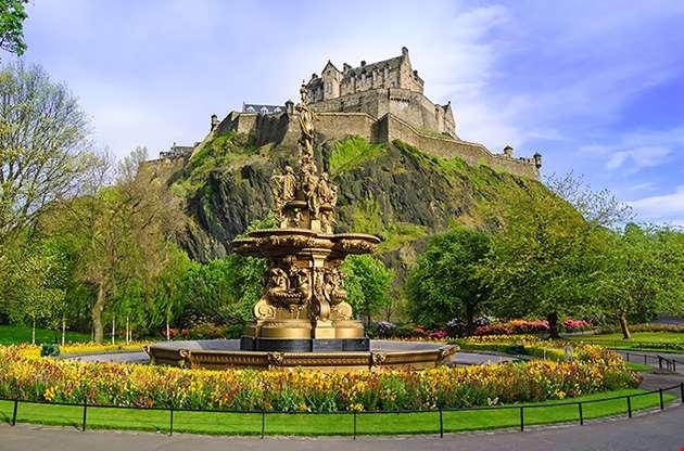 ross-fountain-landmark-in-pinces-street-gardens-edinburg-Ross Fountain Landmark In Pinces Street Gardens Edinburg