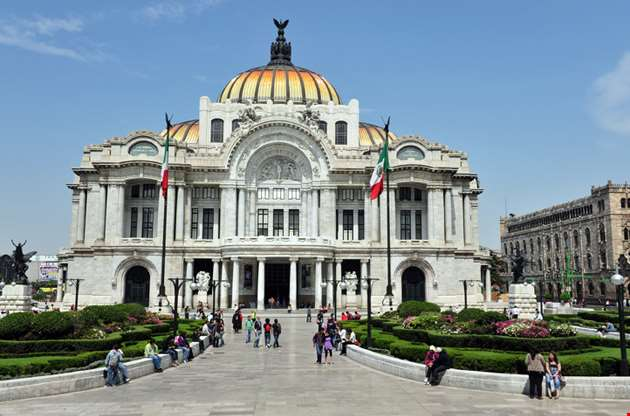 the-fine-arts-palace-palacio-de-bellas-artes-in-mexico-city-The Fine Arts Palace Palacio De Bellas Artes In Mexico City