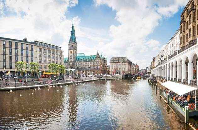 beautiful-view-of-the-city-center-hamburg-Beautiful View of the City Center Hamburg