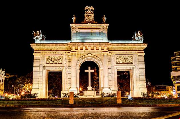 town-gate-porta-de-la-mar-valencia-Town Gate Porta De La Mar Valencia