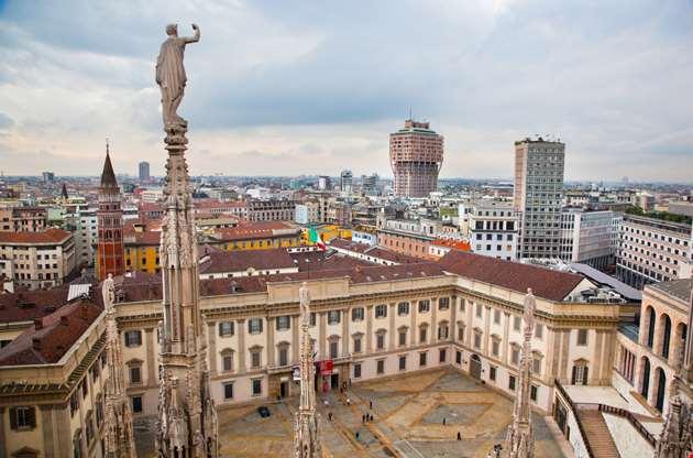 panorama-view-milan-cathedral-royal-palace-Panorama View Milan Cathedral Royal Palace