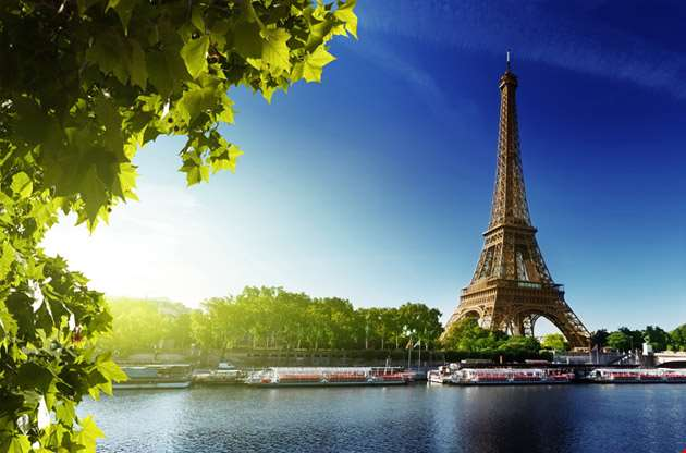 seine-in-paris-with-eiffel-tower-Seine in Paris with Eiffel Tower