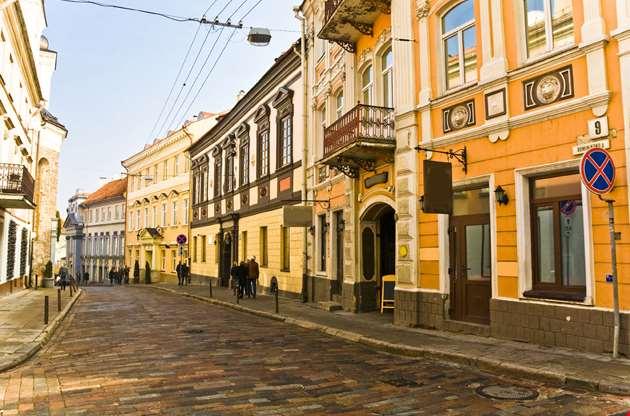vilnius-oldtown-street-lithuania-Vilnius Oldtown Street, Lithuania