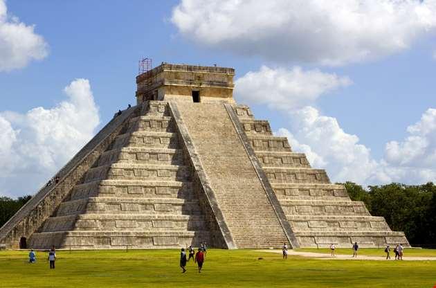 kukulkan-pyramid-at-chichen-itza-in-mexico-cancun-Kukulkan Pyramid At Chichen Itza In Mexico Cancun