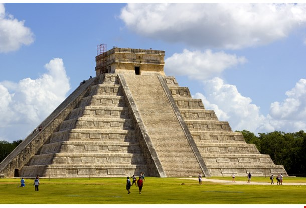 Kukulkan Pyramid At Chichen Itza In Mexico Cancun