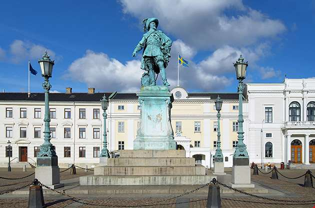 monument-to-swedish-king-gustav-ii-adolf-in-gothenburg-Monument To Swedish King Gustav Ii Adolf In Gothenburg