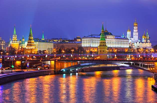 stunning-night-view-of-Kremlin-in-the-winter-Stunning Night View of Kremlin in the Winter