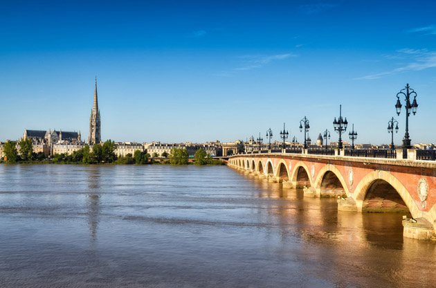 bordeauc-river-bridge-with-st-michel-cathedral-Bordeauc River Bridge with St Michel Cathedral