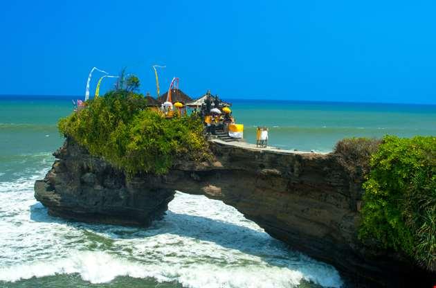 coast-near-tanah-lot-bali-Coast Near Tanah Lot Bali