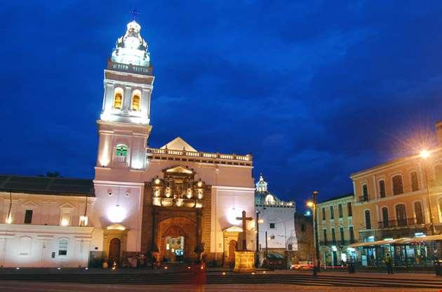 santo-domingo-church-in-downtown-quito-Santo Domingo Church in Downtown Quito