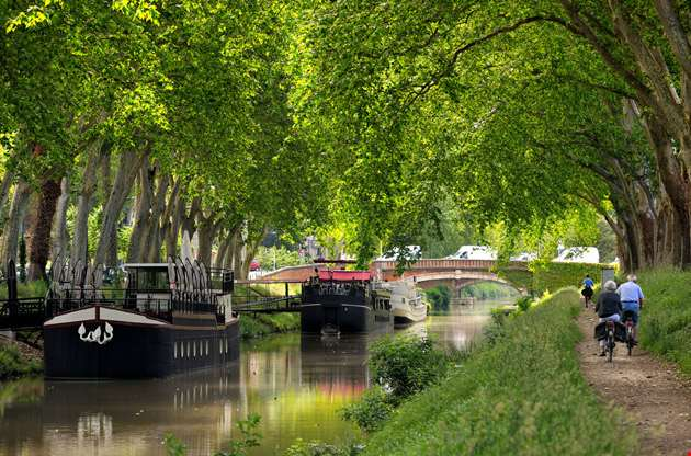 walk-along-the-canal-of-midi-in-toulouse-Walk Along the Canal of Midi in Toulouse